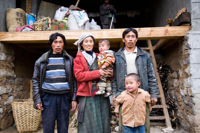 По данным исследования, проведенного в 1981 году в Мули-Тибетском автономном уезде, 32% женщин имели нескольких мужей, являющихся друг другу братьями